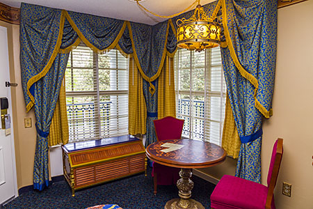 A corner room in the new Royal Guest Room format (river view room 9239)