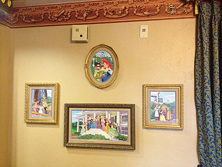 Port Orleans Riverside Royal Guest Room, In-room Art