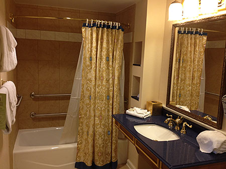 Royal Guest Room, Accessible Bathroom Tub