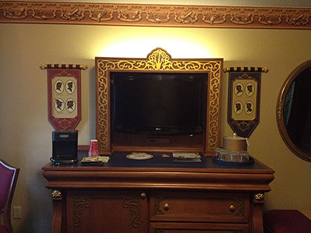 Royal Guest Room, Dresser and TV